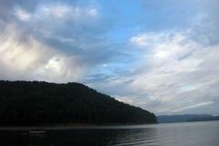 beautiful-shot-of-cave-run-lake